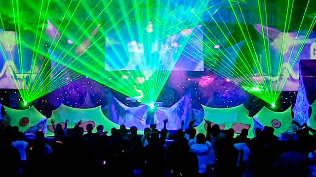 лазерное лучевое шоу