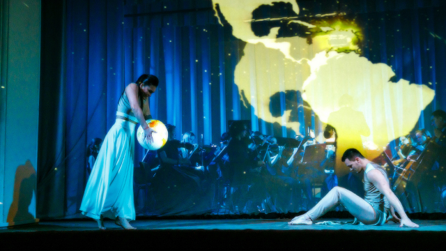 Голографическое, панорамное шоу с танцем. https://cobrashow.ru/